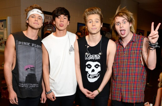 1405975995_5-seconds-summer-group-zoom