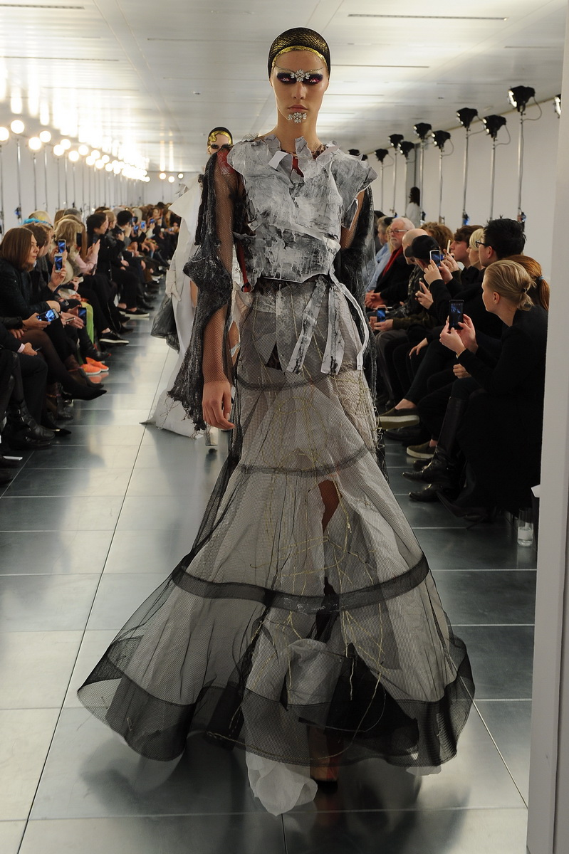 Maison martin margiela launch spring 2015 couture line for Galliano margiela